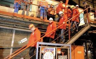 """Des salariés du site ArcelorMittal de Florange en Moselle ont bloqué mercredi le train à chaud du site, expliquant vouloir se mobiliser pour """"la dernière ligne droite"""" de leur combat."""