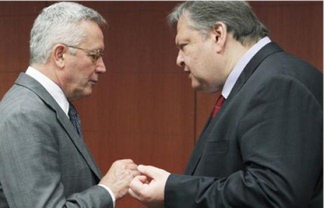 Les ministres italien (à dr.) et grec des Finances, hier à Bruxelles.