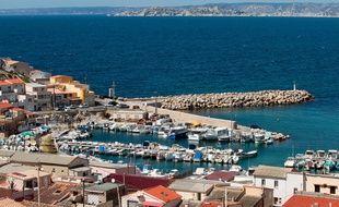 Marseille le 10 avril 2013 - Le quartier et le port des goudes