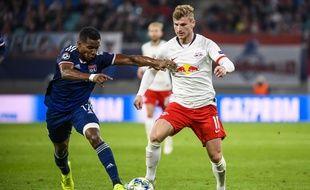 Thiago Mendes, ici à la lutte avec Timo Werner lors de la victoire lyonnaise à Leipzig (0-2).