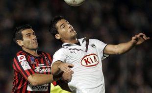 Cyril Jeunechamp et Yoann Gourcuff adversaires, quand le premier évoluait à Nice, le second à Bordeaux.