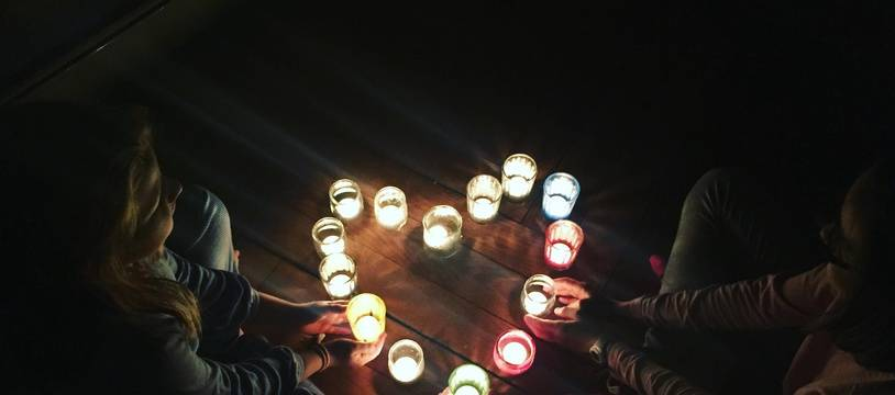 Chaque 8 décembre, les Lyonnais posent des lumignons sur le rebord de leurs fenêtres.