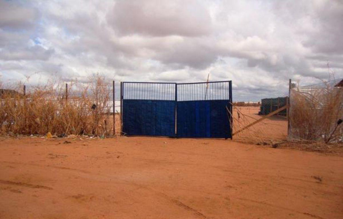 Des hommes armés ont tué une personne et ont enlevé des travailleurs humanitaires dans un camp de réfugiés de Dadaab, dans l'est du Kenya près de la frontière somalienne, a-t-on appris vendredi auprès de la Croix rouge, la police et l'armée. –  afp.com