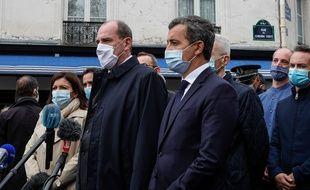 Gérald Darmanin accompagne le Premier ministre sur les lieux de l'attaque à Paris, le 25 septembre 2020.