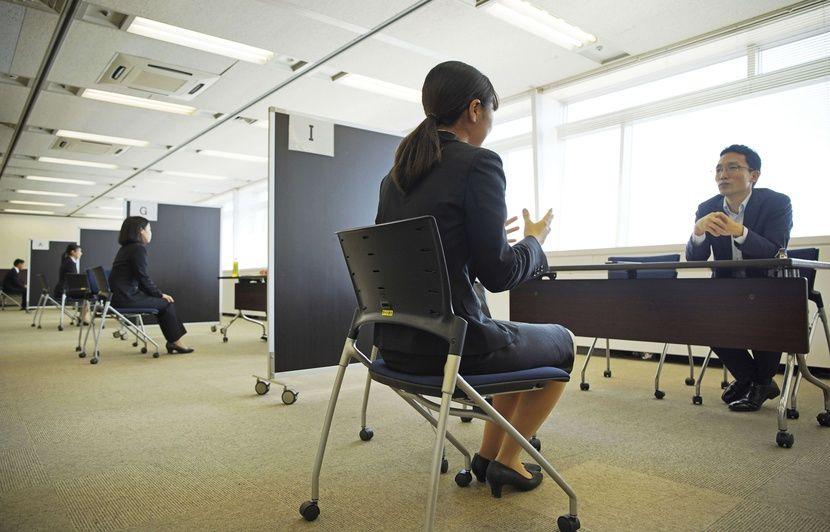 VIDEO. Japon: Le combat #KuToo continue contre l'obligation de porter des talons hauts au travail