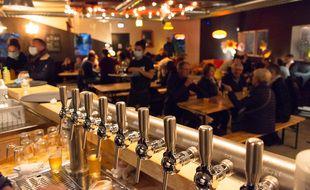 A Acigné, le pub de Skumenn a dû fermer. Mais la brasserie propose ses bières à emporter.