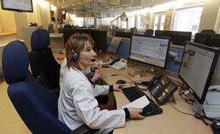 Les «écoutantes» de VigilanS à leur poste de travail à Lille.