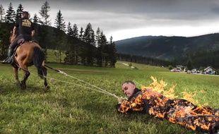 Il s'enflamme et se fait traîner par un cheval - Le Rewind (vidéo)