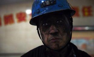 Un mineur dans la mine de charbon de Datong au nord de la Chine le 19 novembre 2015
