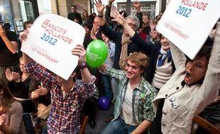 Scène de joie au QG de Françoise Delaunay (PS) à Bordeaux à l'issue du premier tour de la présidentielle
