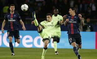 Angel Di Maria et Jesus Navas à la lutte lors de PSG-Manchester City