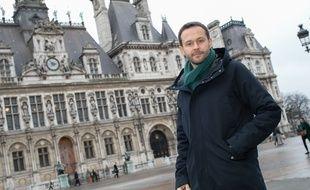 David Belliard, candidat EELV aux élections municipales à Paris, devant l'Hôtel de ville ce mercredi 8 janvier 2019.