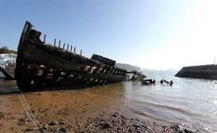 Le cimetière de bateaux de Quelmer, à Saint-Malo, compte une trentaine d'épaves. Certaines vont être retirées et détruites.
