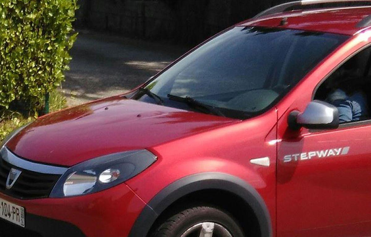 De nombreuses personnes ont été victimes des agissements de la femme à la voiture rouge. – Capture d'écran Facebook