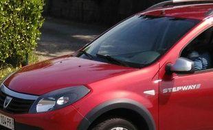 De nombreuses personnes ont été victimes des agissements de la femme à la voiture rouge.