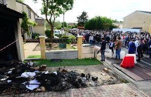 Mercredi soir, à l'appel de collectifs de défense des femmes, quelque 300 personnes se sont rassemblées à Mérignac, où une femme de 31 ans a été tuée par son ex-conjoint.