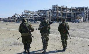 Des rebelles prorusses près de l'aéroport de Donetsk, le 13 octobre 2015
