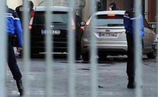 Un gitan converti à l'islam et son ex-compagne ont été interpellés mardi dans la région de Toulouse et placés en garde à vue par les policiers qui enquêtent sur les complicités dont aurait pu bénéficier Mohamed Merah, le tueur au scooter, a-t-on appris de sources proches des investigations.