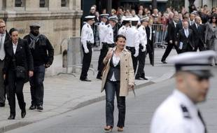 Cécile Duflot, ministre de l'Egalité des territoires et du Logement, a accusé mardi Jean-François Copé, secrétaire général de l'UMP, d'avoir menti en assurant qu'arrivée à l'Elysée en métro, elle en était repartie en voiture avec chauffeur.