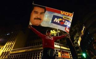 """L'opposition Vénézuelienne a mis lundi la pression en vue d'obtenir un nouveau comptage après l'élection du successeur d'Hugo Chavez, appelant à manifester contre la proclamation de la victoire de Nicolas Maduro, dont l'équipe a dénoncé une volonté de """"putsch"""" déguisée."""