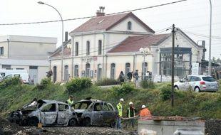Des véhicules calcinés le 21 octobre 2015 devant la gare de Moirans au lendemain des violences commises la veille  par des gens du voyage