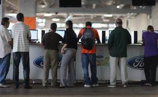 Les nouvelles inscriptions au chômage ont baissé aux Etats-Unis pendant la dernière semaine de mai, légèrement plus que ne le prévoyaient les analystes, selon des chiffres publiés jeudi à Washington par le département du Travail.