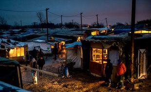 """La """"jungle"""" de Calais, la nuit, le 1er mars 2016"""