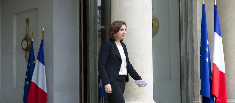 Le 9 mai 2012, Nora Berra à la sortie du dernier conseil des ministres du gouvernement Fillon à l'Élysée.
