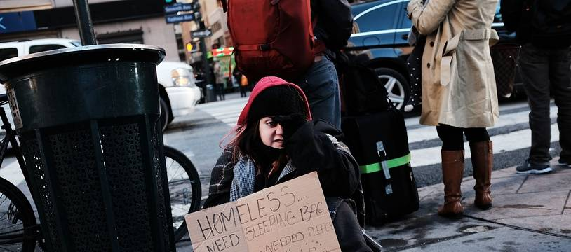 Une jeune femme sans-abri aux Etats-Unis. Image d'illustration.