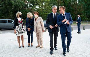 Hélène Arnault, Brigitte Macron, Roselyne Bachelot, ministre de la Culture, Bernard Arnault, PDG de LVMH et Emmanuel Macron, président de la République, à l'inauguration de l'exposition de la collection Morozov à la Fondation Louis Vuitton, à Paris, le 21 septembre 2021.