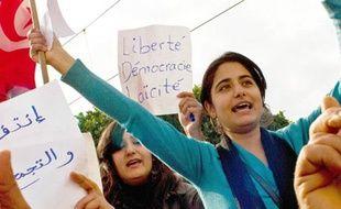 Des manifestantes contre le président Ben Ali à Tunis, en Tunisie, le 19 janvier 2011.