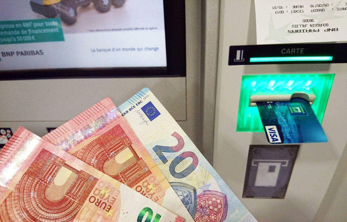 Photo illustration d un distributeur de billets de banque.  – ALLILI MOURAD/SIPA
