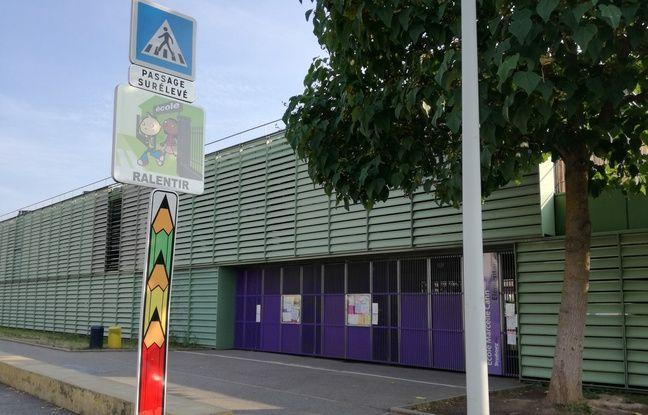 L'école Marcelle Cahn, pour les maternelles et les primaires, se trouvent aux Poteries, en périphérie de Strasbourg.