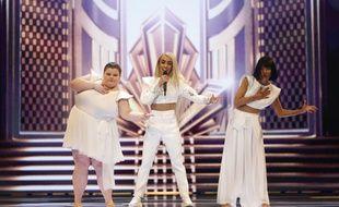 Bilal Hassani, entouré de Lizzy Howell et Lin Ching Lan sur la scène de l'Eurovision, le 13 mai 2019.