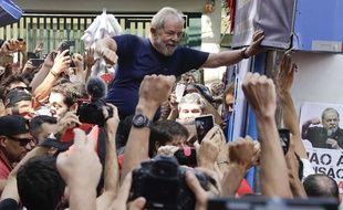 Lula a été acclamé par ses partisans samedi  le siège du syndicat des métallurgistes de Sao Bernardo do Campo après sa condamnation.