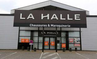 Un magasin La Halle à Alençon le 12 avril 2020.