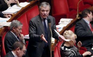"""L'ancien président de l'Assemblée nationale Bernard Accoyer (UMP) a """"mis en garde"""" vendredi le gouvernement contre une """"amnistie"""" sociale de type """"Urba"""", en référence au financement occulte du PS dans les années 90."""