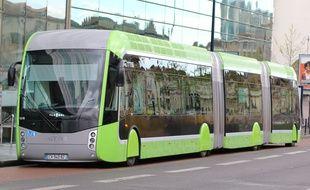 En avril 2016, Le Mettis, qui circule à Metz, était en démonstration sur l'agglomération bordelaise, qui souhaitait se doter de ce mode de transport.