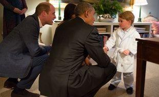 Le prince George rencontre Barack Obama, le 22 avril 2016, au Palais de Kensington.