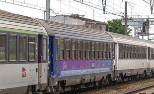 Un train Téoz de la SNCF.