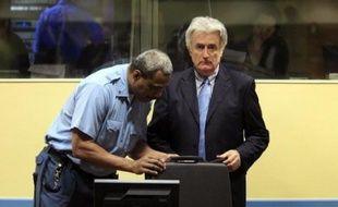 L'ancien chef politique des Serbes de Bosnie Radovan Karadzic a refusé mardi de plaider coupable ou non coupable devant le Tribunal pénal international (TPI) pour l'ex-Yougoslavie, qu'il ne reconnaît pas, et le tribunal a décidé à sa place qu'il plaiderait non coupable.