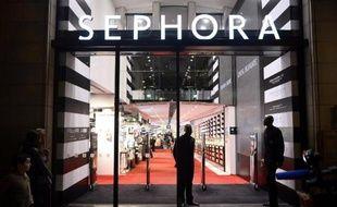 Les salariés de Sephora (groupe LVMH) qui réclamaient de pouvoir travailler après 21H00 sur les Champs-Elysées, ont été à nouveau déboutés lundi, a-t-on appris auprès de l'entreprise.