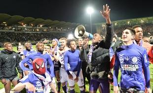 Les joueurs du TFC fêtent leur maintien en Ligue 1 après leur succès à Angers (2-3), le 14 mai 2016.
