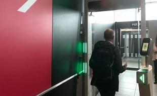 Le 5 octobre 2020 à l'aéroport Lyon Saint-Exupéry où est testé le parcours 100% biométrique.
