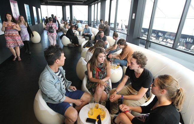 Le 19 juin 2012, installŽ en haut de la tou de Bretagne, le cafŽ le Nid offre une vue sur toute la ville.