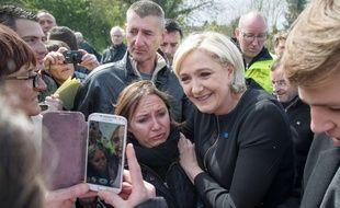 La candidate du Front national Marine Le Pen, le 26 avril 2017 à Amiens