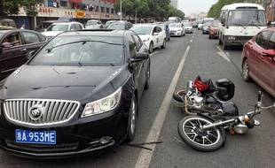 Une photo de l'accident dans les rues de Nankin, en Chine.