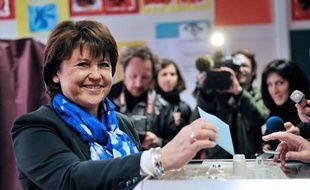 """La première secrétaire du Parti socialiste a voté dimanche en fin de matinée dans une école de Lille pour le deuxième tour de l'élection présidentielle, sereine et confiante, mais appelant à rester """"concentrés"""" jusqu'à l'issue du vote."""