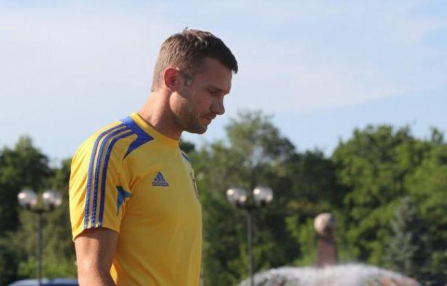 """L'Anglais Wayne Rooney, titularisé comme attendu, entame mardi à Donestk """"son"""" Euro-2012 face à une équipe d'Ukraine qui ne pourra pas compter sur la présence en début de match de son attaquant vedette Andreï Shevchenko, diminué par une blessure à un genou."""