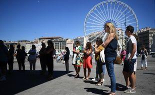 La grande roue de Marseille, en arrière plan.